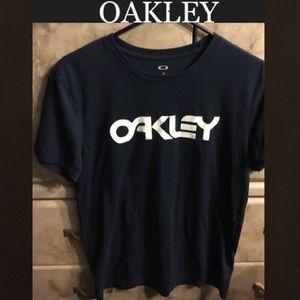 Oakley shirt L